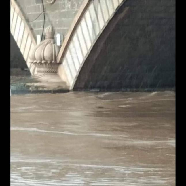 The pillars are completely submerged during the flood.